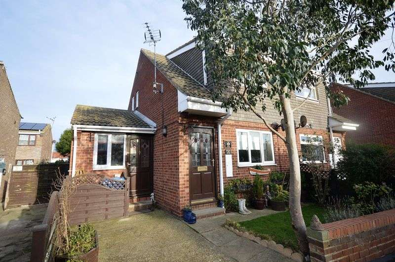 2 Bedrooms Semi Detached House for sale in Captain Cooks Close, Staithes