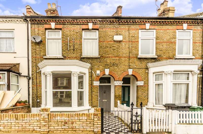 2 Bedrooms Flat for sale in Queens Road, Walthamstow, E17