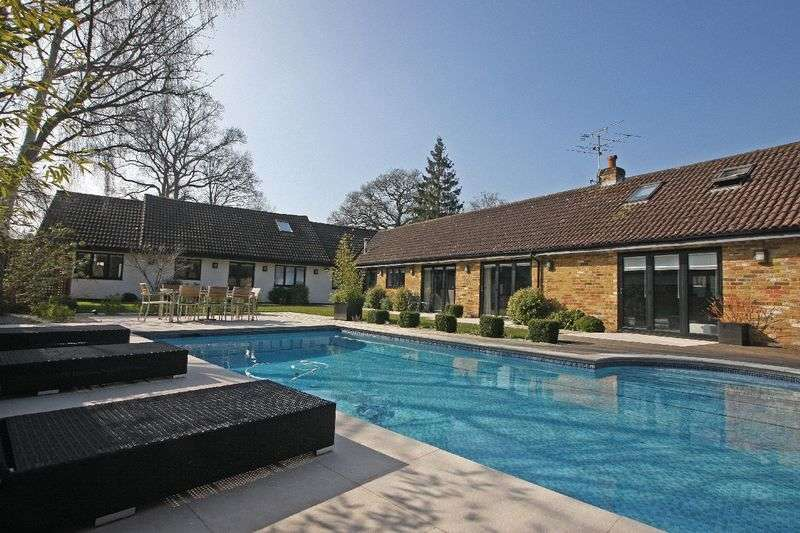 6 Bedrooms Detached House for sale in Chobham/Horsell Borders, Surrey