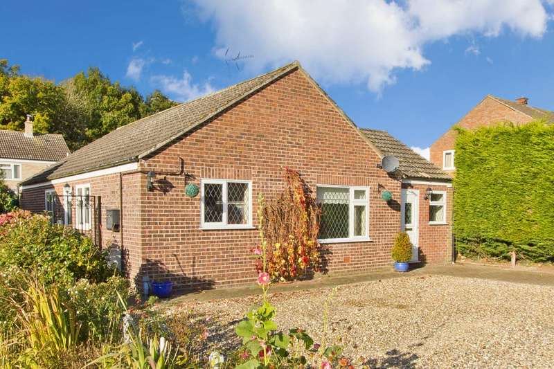 3 Bedrooms Detached Bungalow for sale in Elizabeth Drive, Necton