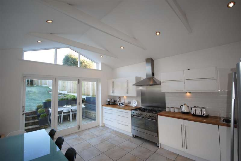 3 Bedrooms Property for sale in Whitley Crescent, Whitley