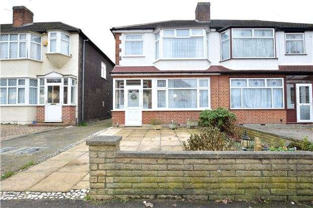 3 Bedrooms Semi Detached House for sale in Molesey Drive, SUTTON, Surrey, SM3 9UU