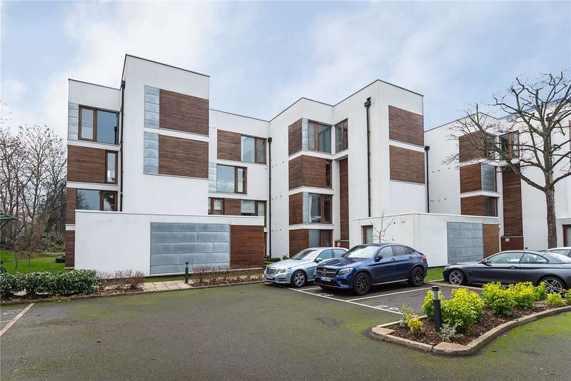 1 Bedroom Flat for sale in Rivermead Close, Teddington, TW11