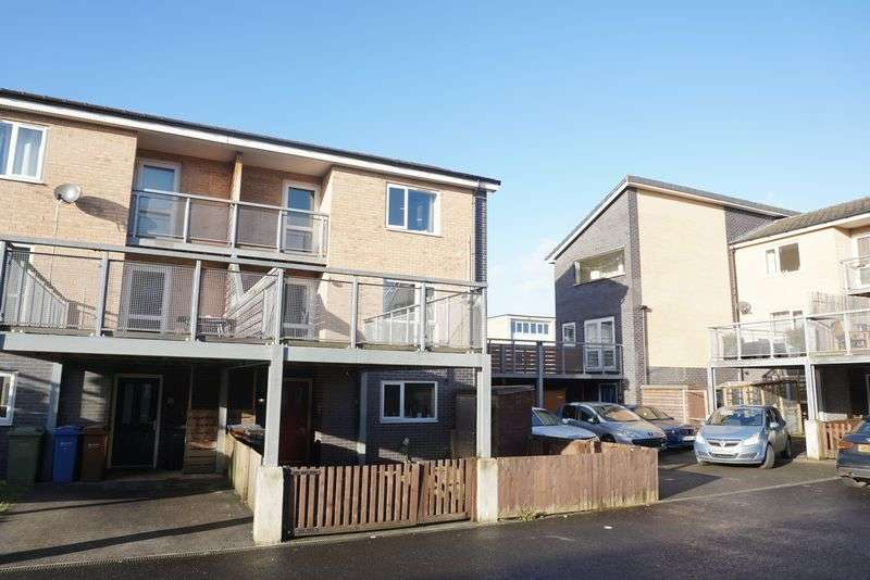 3 Bedrooms Terraced House for sale in Exeter Road, Stockport