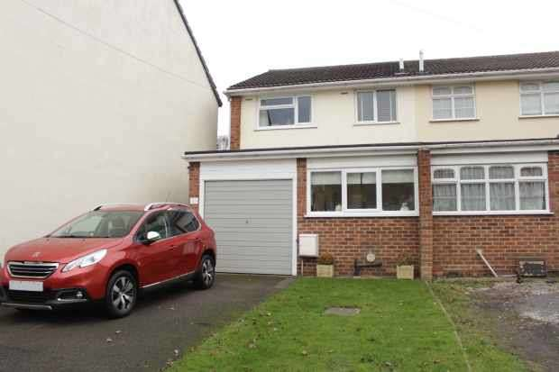 3 Bedrooms Semi Detached House for sale in Church Street, Swadlincote, Derbyshire, DE11 9NR