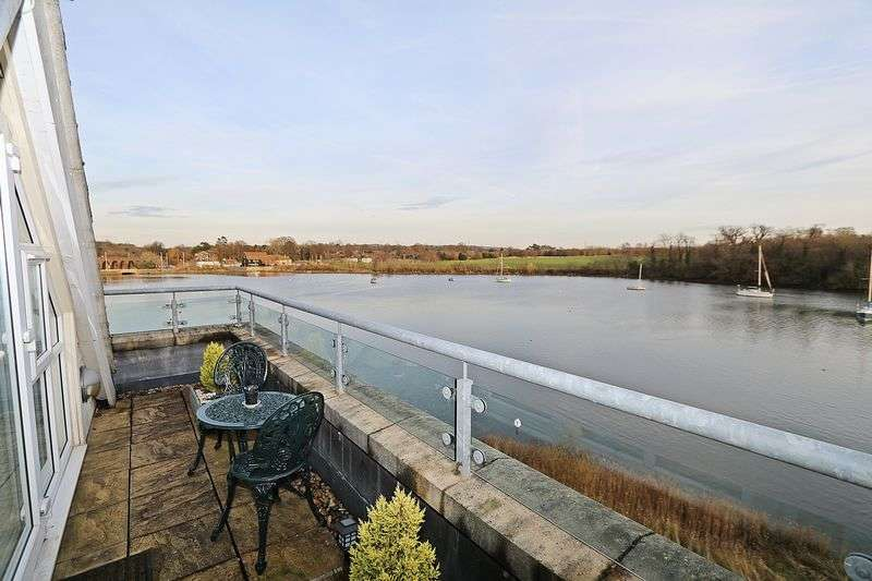 4 Bedrooms Terraced House for sale in Earl Godwin Close, Fareham