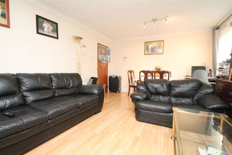 2 Bedrooms Property for sale in Hedge Lane, Palmers Green, London N13