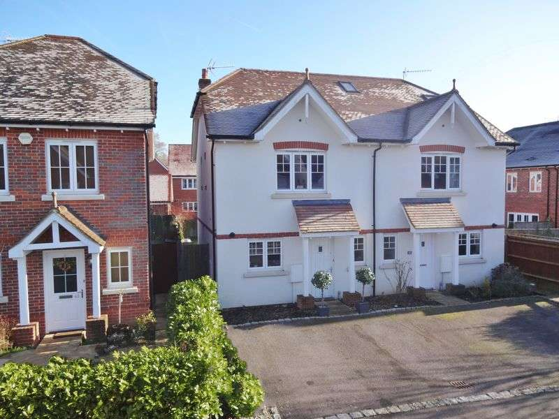 2 Bedrooms Semi Detached House for sale in Admiral Way, Godalming