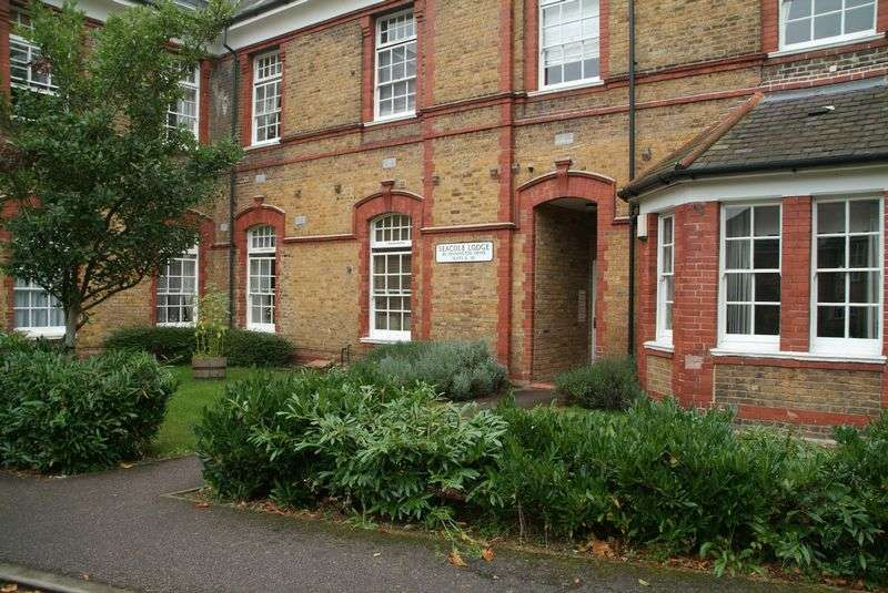 2 Bedrooms Flat for sale in Pennington Drive, London, N21