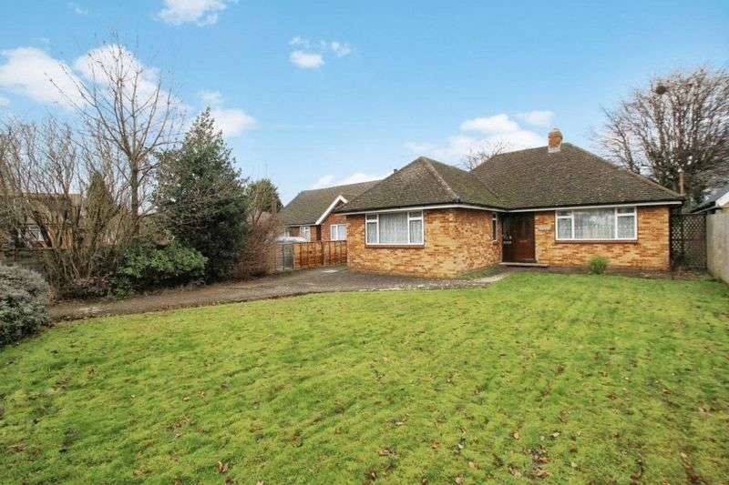 2 Bedrooms Detached Bungalow for sale in Hazlemere