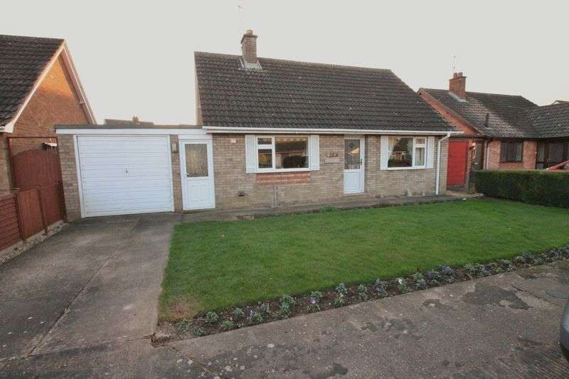 2 Bedrooms Semi Detached Bungalow for sale in Crown Drive, Spalding