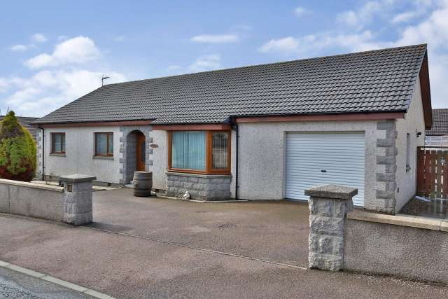 4 Bedrooms Bungalow for sale in 15 Soyburn Gardens, Portsoy, Banff, Aberdeenshire, AB45 2QG