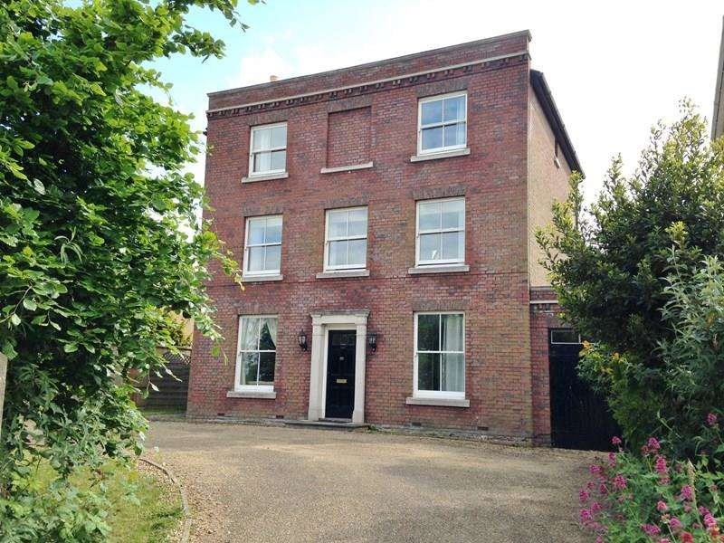 6 Bedrooms Detached House for sale in Priory Road, Hardway, Gosport