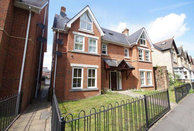 2 Bedrooms Flat for sale in Approach Road, Ashley Cross, Poole