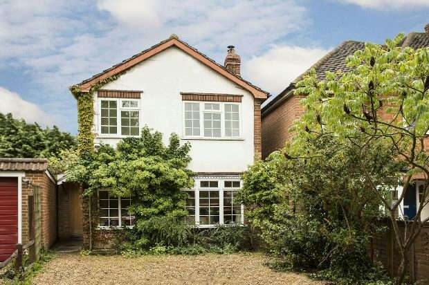 3 Bedrooms Detached House for rent in Church Road, Woodley, Reading,