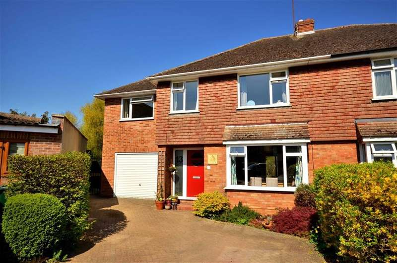 4 Bedrooms Property for sale in Heron Close, Rickmansworth, Hertfordshire, WD3