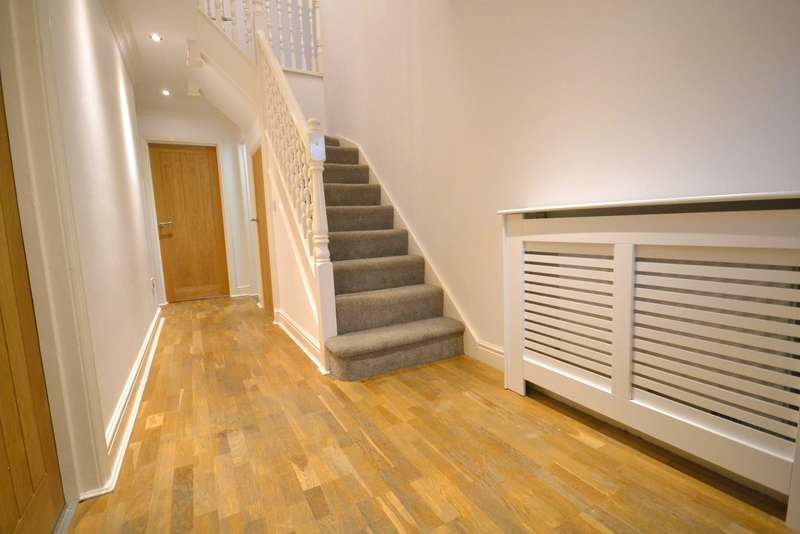 4 Bedrooms Detached House for sale in Ploughmans Way, Tytherington, Macclesfield