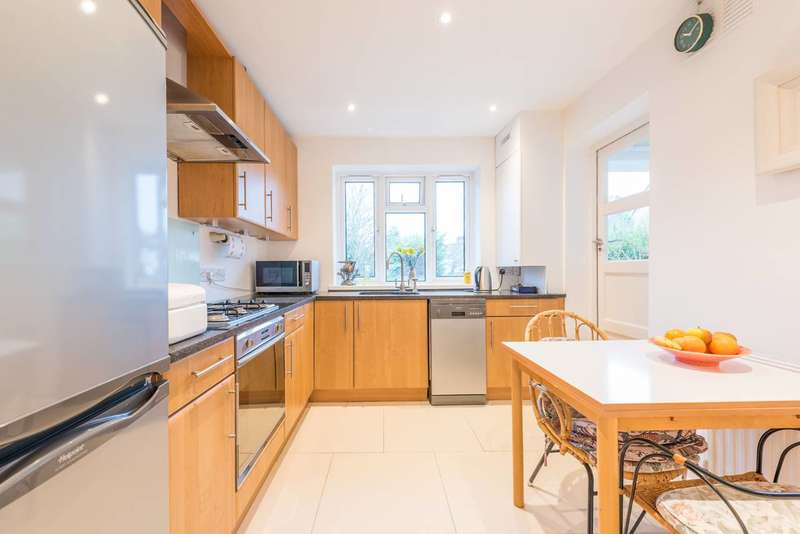 3 Bedrooms Flat for sale in Bolton Road, Grove Park, W4