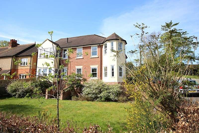 2 Bedrooms Flat for sale in Beechwood Court, Grove Road, Sonning Common, RG4