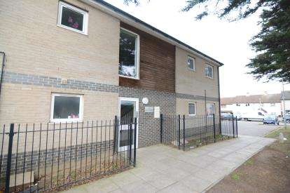1 Bedroom Flat for sale in Pitseaville Grove, Basildon, Essex