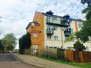 3 Bedrooms Maisonette Flat for sale in Tutsham Court, Nine Acres, Kennington, Ashford