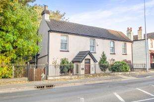 3 Bedrooms Detached House for sale in Capstone Road, Chatham, Kent, Uk
