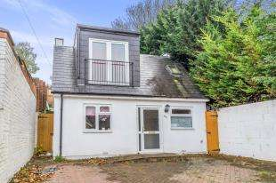 4 Bedrooms Bungalow for sale in Purbeck Road, Chatham, Kent, .