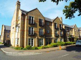 2 Bedrooms Flat for sale in Coldstream Road, Caterham, Surrey