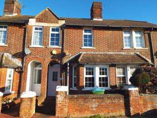 3 Bedrooms Terraced House for sale in Gloucester Road, Littlehampton, West Sussex