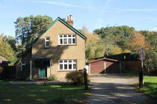 3 Bedrooms Detached House for sale in Severals Road, Bepton, Midhurst, West Sussex