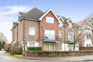 1 Bedroom Flat for sale in Ladbroke Court, 122 Ladbroke Road, Redhill, Surrey