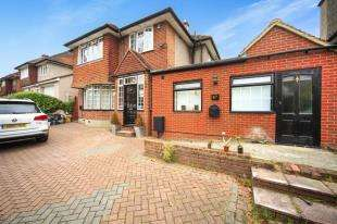 4 Bedrooms Detached House for sale in Gravel Hill, Croydon, Surrey
