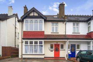 2 Bedrooms Flat for sale in Mayfield Road, Sanderstead, South Croydon, .