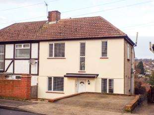 2 Bedrooms Semi Detached House for sale in Hawthorn Road, Rochester, Kent