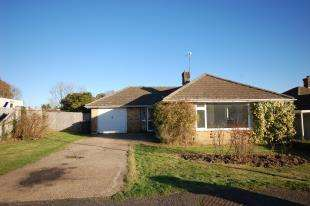 3 Bedrooms Bungalow for sale in Keld Drive, Uckfield, East Sussex
