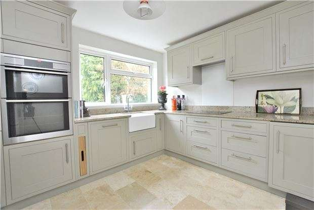 2 Bedrooms Flat for sale in Pitman Court, Gloucester Road, BATH, Somerset, BA1
