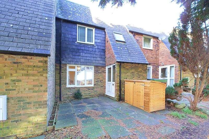 3 Bedrooms Terraced House for sale in Maplehurst Road, Chichester, PO19