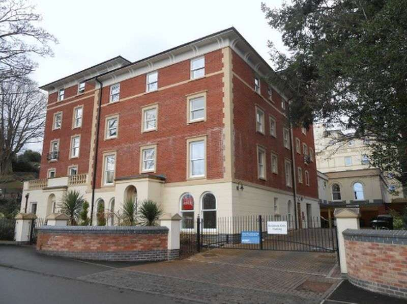 2 Bedrooms Flat for sale in Cartwright court, Malvern: Two bed ground floor Assisted Living retirement apartment