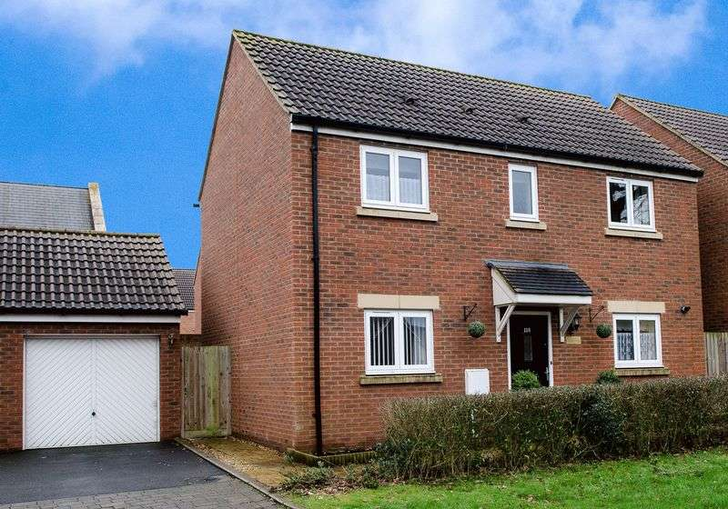 3 Bedrooms Detached House for sale in Swaledale Road, Warminster