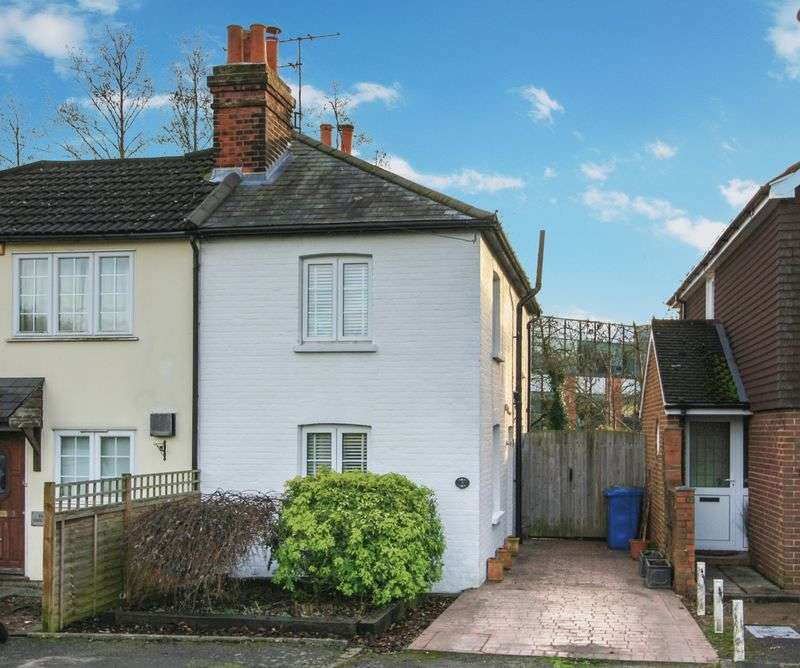2 Bedrooms Semi Detached House for sale in Firs Lane, Maidenhead