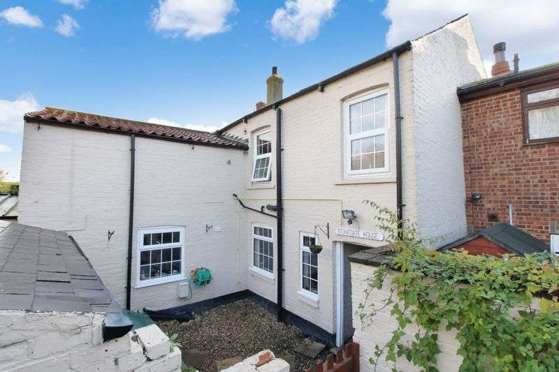 5 Bedrooms Terraced House for sale in Stonegate, Filey, YO14 0NS