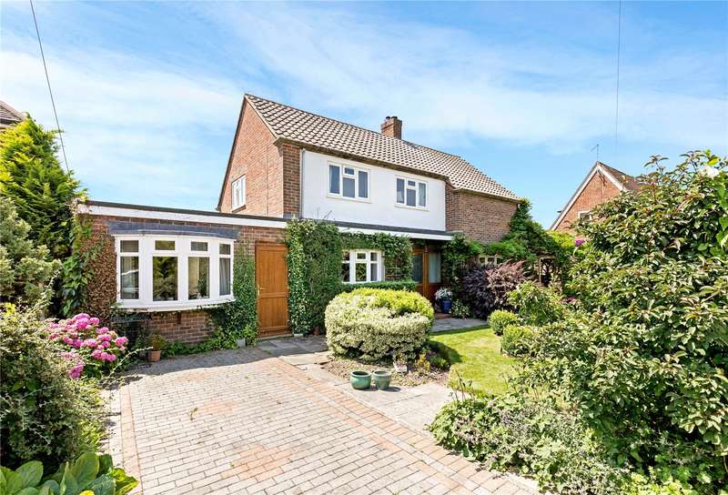 3 Bedrooms Detached House for sale in Flaxman Avenue, Chichester, West Sussex, PO19