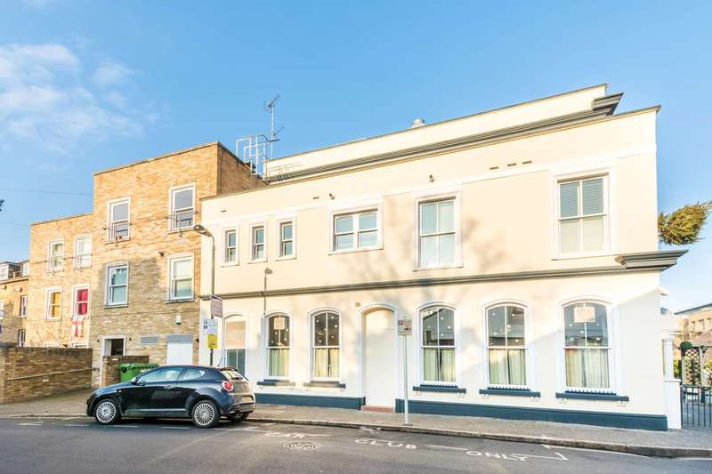 2 Bedrooms Flat for sale in Swanston Court, Twickenham, TW1