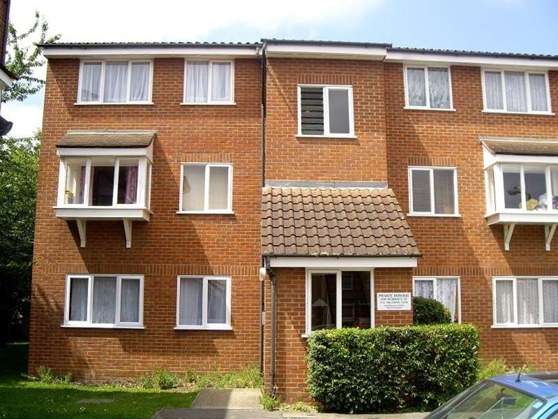 2 Bedrooms Flat for sale in Millhaven Close , Chadwell Heath