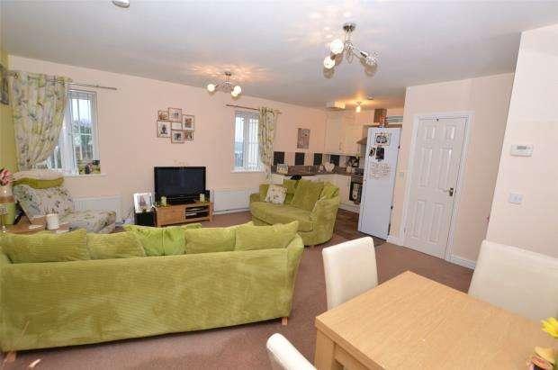 2 Bedrooms Maisonette Flat for sale in Dellohay Park, Saltash, Cornwall