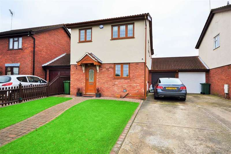 4 Bedrooms Detached House for sale in Tollesbury Close, Wickford