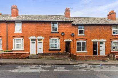 3 Bedrooms Terraced House for sale in Gipsy Lane, Willenhall, West Midlands