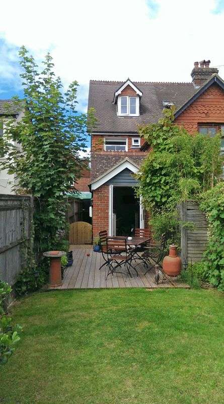 3 Bedrooms Semi Detached House for sale in Headley Road, Grayshott