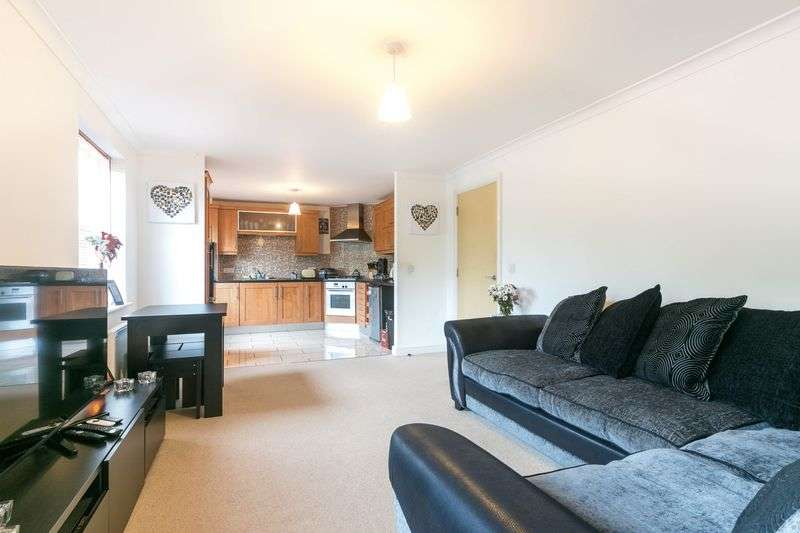 2 Bedrooms Flat for sale in Addington Close, Hindley, WN2 3NU