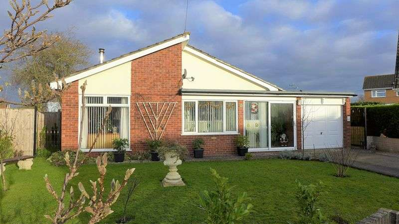 3 Bedrooms Detached Bungalow for sale in Sandown Close, Wrexham